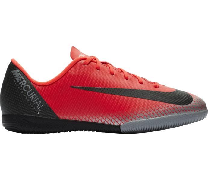 online retailer 1dccd a37e6 ... Nike Jr Vapor 12 Academy GS CR7 IC fotbollsskor BRIGHT CRIMSON BLACK-CHROME-  ...